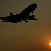 proiect de lege copiii care au implinit varsta de 14 ani ar putea calatori singuri cu avionul