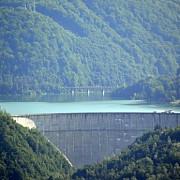 video tentativa de sinucidere la barajul paltinu femeie in varsta de 38 de ani salvata la timp de pompieri