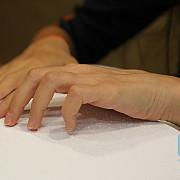 o versiune a codului penal pe intelesul copiilor scrisa in alfabetul braille a ajuns la biblioteca nationala