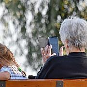 o bunica a fost obligata sa stearga fotografiile cu nepotii de pe facebook ca urmare a regulilor gdpr