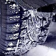 utilizarea anvelopelor de iarna este obligatorie pe drumuri acoperite cu zapada gheata sau polei