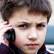 franta interzice telefoanele mobile in scoli din 2018