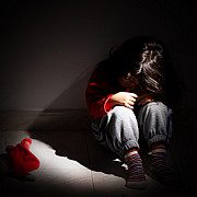 boala cumplita dezvoltata de o tanara violata in repetate randuri de tatal sau