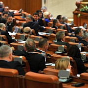 parlamentul a votat dublarea alocatiilor deputatii au respins amanarea pana la 1 august