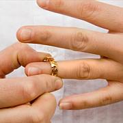 un viceprimar a divortat pentru a-si putea ocupa functia