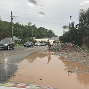 circulatie oprita pe valea prahovei din cauza aluviunilor ajunse pe sosea in urma ploilor