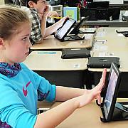 laptop sau tableta la cerere pentru elevii cu bursa de ajutor social