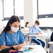 peste 16 mii de elevi si prescolari au fost confirmati cu coronavirus de la inceputul anului scolar cu 3300 mai multi decat saptamana trecuta totodata 5400 de angajati din invatamant s-au infectat