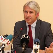 ministrul finantelor vrea sa introduca impozitul forfetar in codul fiscal si sa il aplice la 1 ianuarie 2016