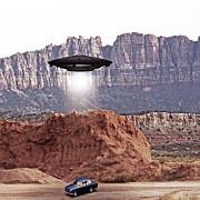 exista hangarul 18 teoriile consipratiei spun ca acolo guvernul sua desfasoara experimente pe extraterestri