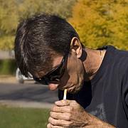 ce risca romanii prinsi fumand in paris masura a intrat acum in vigoare