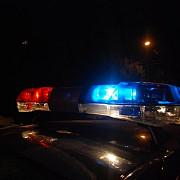sofer beat si fara permis urmarit azi-noapte de politisti incercand sa scape barbatul a acrosat autospeciala de politie