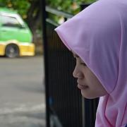 scandal la universitatea bucuresti doua studente care purtau val islamic au fost date afara de la curs