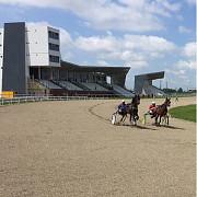 primarul dobre la cutite cu crescatorii de cai  avem hipodrom de 15 milioane de euro angajati dar nici un cal