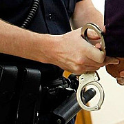 tanar suspectat de cel putin 15 spargeri in pipera prins de politisti el este autorul furtului din locuinta lui gheorghe hagi