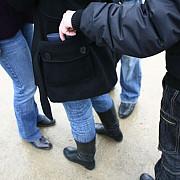 ploiesteanca retinuta pentru furt din buzunar femeia a fost prinsa in flagrant