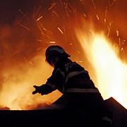 incendiu la un complex comercial din petrosani situat in apropiere de spitalul din oras