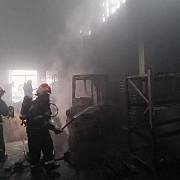 incendiu intr-un depozit cu produse inflamabile din floresti