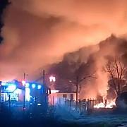 unul dintre barbatii cu arsuri grave in urma incendiului de la fabrica de produse petroliere din prahova va fi transferat in belgia pentru al doilea se asteapta raspuns de la akh viena