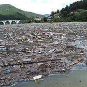 dezastru ecologic in bicaz primar imi vine sa urlu sa ma arunc in apa