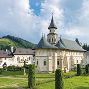 31 de calugari de la manastirea putna internati la spitalul judetean bolnavi de covid 19