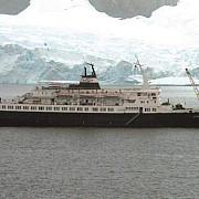 nava-fantoma ce navigheaza fara marinari de sapte ani e plina de sobolani-canibali cine sa o vrea