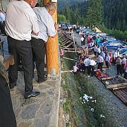 14 persoane care participau la o nunta au fost ranite dintre care trei grav dupa ce balustrada unei terase s-a rupt