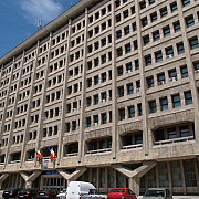raman institutiile publice din palatul administrativ fara sediu