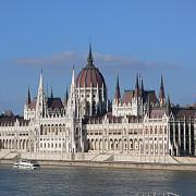 parlamentul de la budapesta adopta o lege care incurajeaza natalitatea