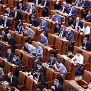 majorarea salariilor demnitarilor respinsa de senatori