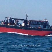 nava cu aproximativ 100 de migranti interceptata in zona vama veche - 2 mai