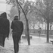 ploi in sud si est ninsori la munte si vant puternic pana marti dimineata
