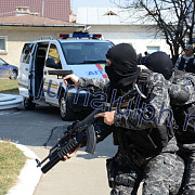 descinderi la traficantii de tigari cinci politisti de frontiera printre suspecti