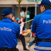 un politist francez a fost injunghiat in timpul arestarii a trei suspecte in cazul masinii cu butelii de gaz de la notre-dame