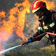 articol elogios despre pompierii romani in presa din grecia sunt de pe alta planeta