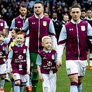 scandal in premier league cum castiga echipele bani cu ajutorul copiilor care apar tinandu-i de mana pe fotbalisti