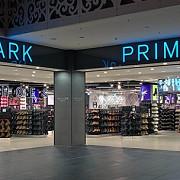 cozi lungi s-au format luni la magazinele din anglia care s-au redeschis dupa mai mult de 80 de zile cel mai mare interes fiind pentru retailerul cu discount primark