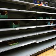 britanicii incep sa goleasca din nou rafturile magazinelor de teama unei noi carantine generale