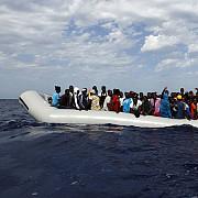 un bebelus de patru zile printre cei peste 480 de migranti salvati de nave umanitare din mediterana