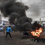 revolta vestelor galbene la un pas de victorie guvernul francez ar putea suspenda noile taxe pe carburanti