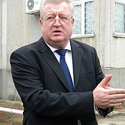 senatorul savu cere demisia ministrului justitiei prahoveanul robert cazanciuc
