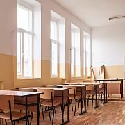 invatatoarea de la o scoala din brasov care jignea copiii a fost penalizata cu taierea a zece la suta din salariu timp de trei luni