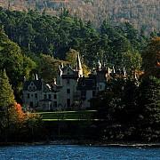 tara din europa in care poti sa revendici un castel daca ai numele potrivit de familie