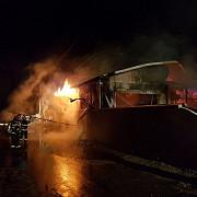incendiu de proportii la un service auto din paulesti video