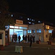 scandal la spitalul judetean ploiesti apartinatorii unui pacient au incercat sa forteze intrarea in spital ce spune politia despre incident