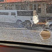 impuscaturi in bucuresti un barbat a tras intr-un tramvai