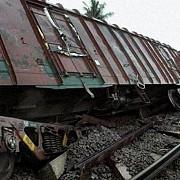 cel putin 30 de morti si aproximativ 50 de raniti in urma deraierii unui tren in nordul indiei