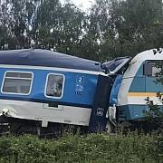 doua trenuri s-au ciocnit in cehia sunt cel putin doi morti si peste 40 de raniti