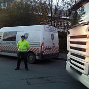 politistii au verificat legalitatea transportului de persoane