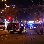 atac terorist la viena armata a preluat controlul orasuluitrei victime ucise si cel putin 15 ranite